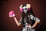 Halloween Living Dead Woman With Skull - 38368747