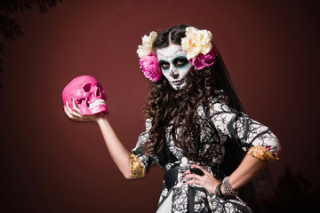 Halloween Living Dead Woman With Skull