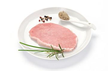 Lonza di maiale nel piatto bianco