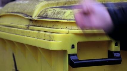 Gelbe Mülltonne