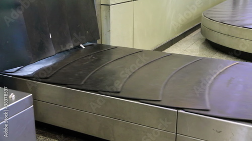 Baggage conveyor2