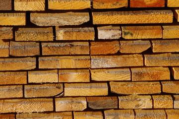 Gestapelte Holzlatten