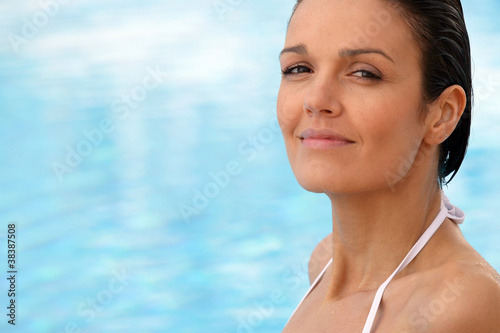 Brown-haired woman in swimming pool