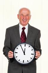 Manager mit Uhr 5 vor 12