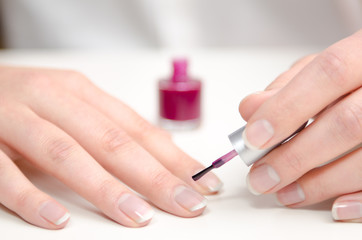 Fingernägel lackieren