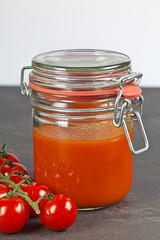 Tomatenfond aus Kirschtomaten