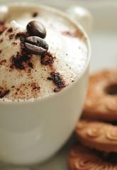 Kawa cappuccino i ciastka
