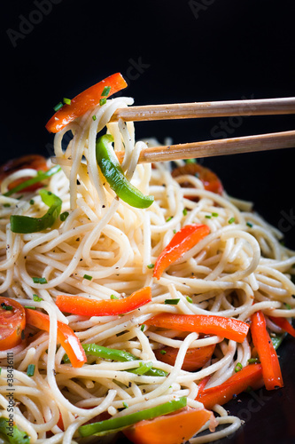 Spaghetti sautéed with vegetables