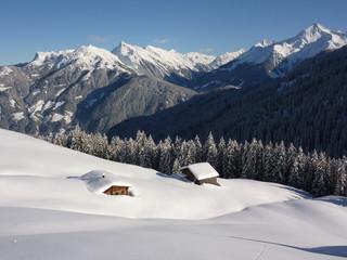 Schihütten in der Winterlandschaft