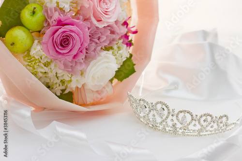 Tiara and bouquet