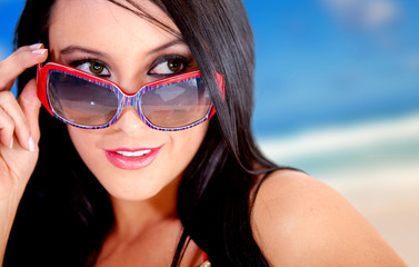 Summery woman with sunglasses