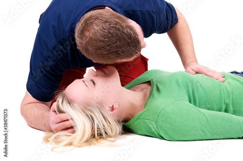 Sanitäter mit bewusstloser Person