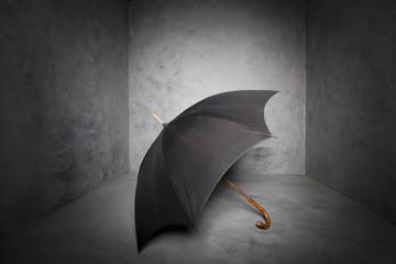 schwarzer Regenschirm