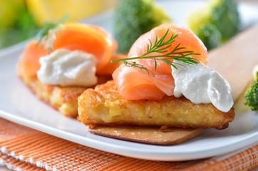 Kartoffel-Rösti mit Lachs und Sahnemeerrettich