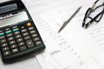 calcolatrice penna e occhiali