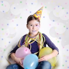 Mädchen feiert Geburtstag