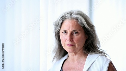 Pensive senior woman; Full HD Photo JPEG