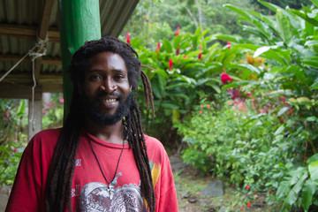 Rastaman von der Insel Dominica in der Karibik