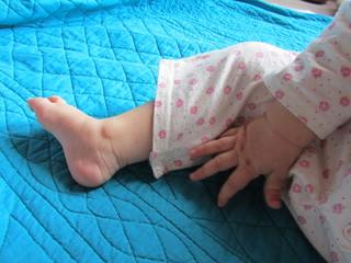 main pied bébé