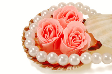 sea shell with pearls and a rose
