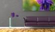 Wohndesign . lila Sofa mit Bild