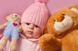 neonata con orsacchiotti