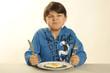 Kleiner Junge mag sein Essen nicht