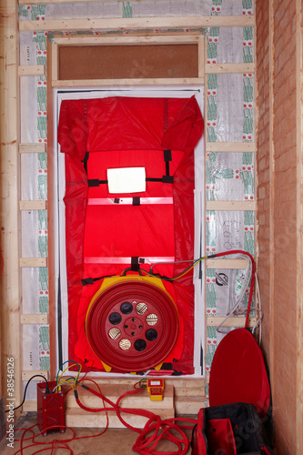photo blower door test. Black Bedroom Furniture Sets. Home Design Ideas