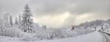 Fototapety Piękna zima w polskich górach Beskidach
