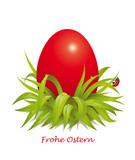 Rotes Osterei im Gras mit Regentropfen u Marienkäfer