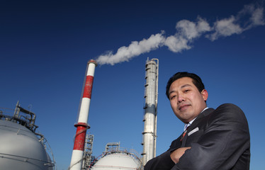 potret businessman with chemical plant background