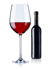 Rotweinglas und Flasche