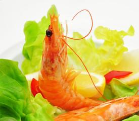 Shrimps mit Salat