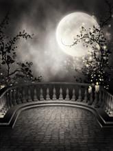 Gotycki balkon ZE świecami i księżycem