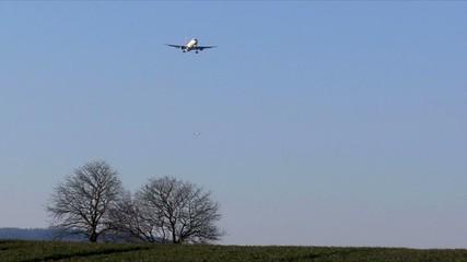 Flugzeug kurz vor der Landung