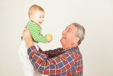 Opa mit Enkelkind