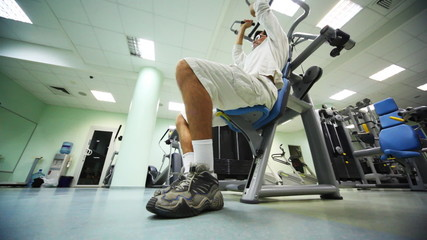 man does exercise muscles of shoulders in gym
