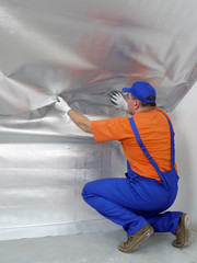 Worker fitting vapour insulation foil