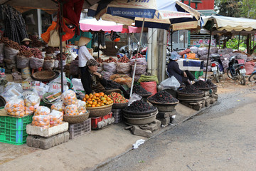marché de rue fruits frais dalat vietnam