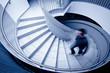 Leinwanddruck Bild - Mann geht Stufen hoch