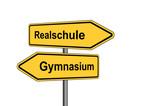 Umleitungsschild Realschule Gymnasium vor weiß poster