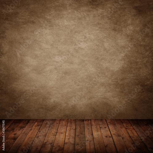 Innenraum mit brauner Wand