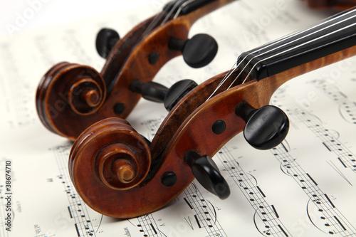 Zwei Violinen