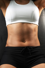 Close-up muscular woman abdomen