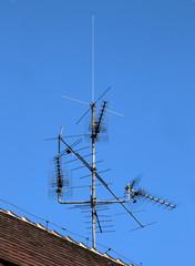 Analoge Antennen auf einem Dach
