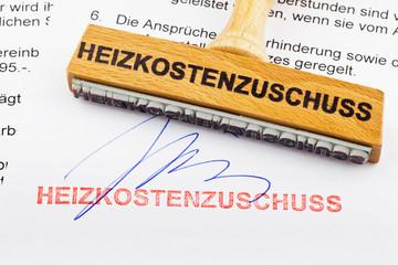 Holzstempel auf Dokument: Heizkostenzuschuss
