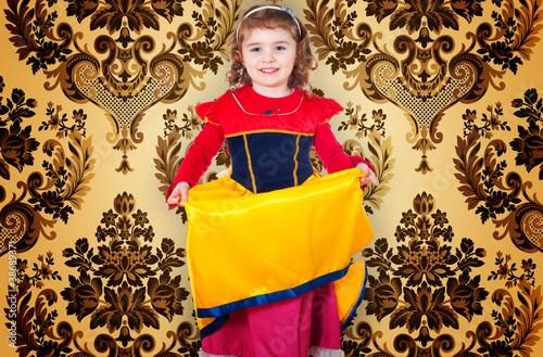 Bambina con vestito di carnevale