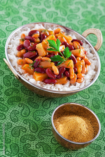 Beans and pineapples curry