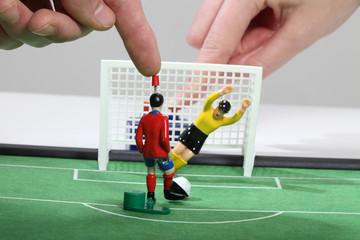 Fussballspiel mit Tipp-Kick-Figuren