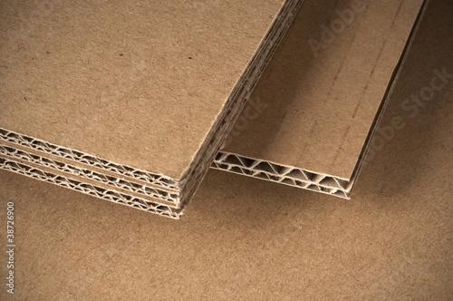 Feuilles de carton simple et double cannelure - 38726900